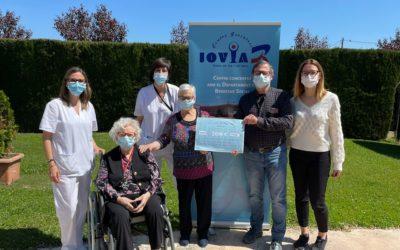 El Centre Residencial Joviar de Lleida entrega els 200 € recaptats per Sant Jordi a l'Associació Antisida de Lleida